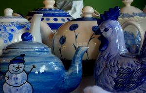 Blue_teapots2